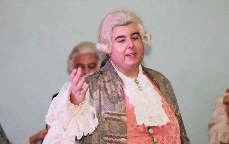 Gianfranco Russo nei panni del nobile settecentesco Fernando Nunez