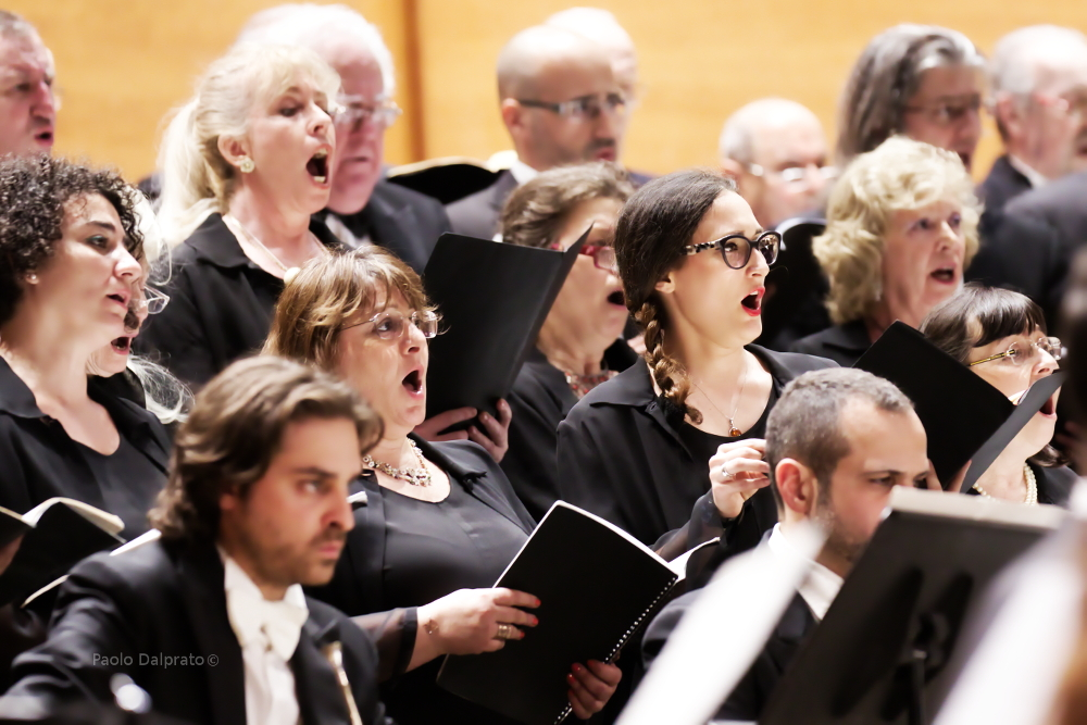 it_il-coro-sinfonico-de-laverdi-diretto-dal-m-junichi-hirokami-nel-concerto-per-l-europa-9-mag-2015-foto-paolo-dalprato-1_original