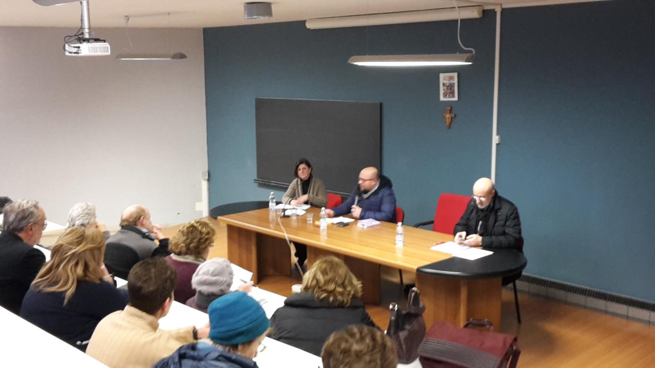 Da sinistra verso destra al tavolo dei relatori: Alessandra Trotta, Michele Giustiniano, don Antonio Ascione