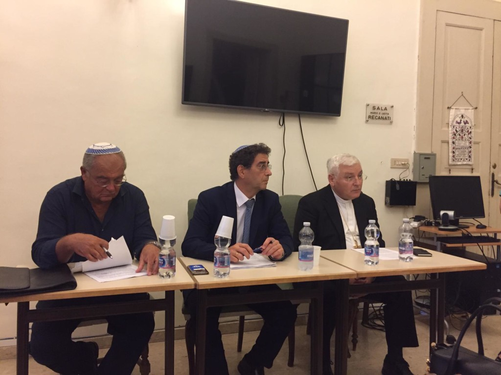 Da sx verso dx: Paolo Ferrara, rav Ariel Finzi, monsignor Francesco Marino