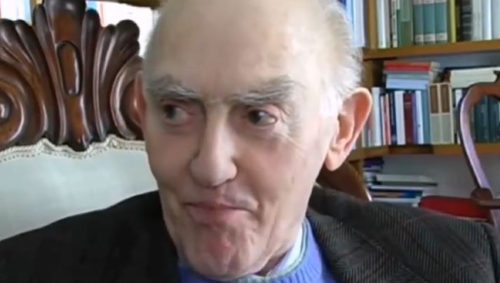 Aldo Masullo nel corso di una intervista di Francesco De Rosa (lacamorra.it)
